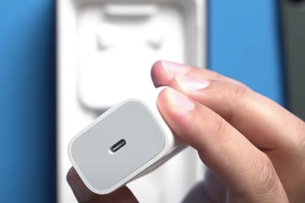 iPhone 12 được TrendForce xác nhận sẽ không có bộ chuyển đổi và EarPods đi kèm