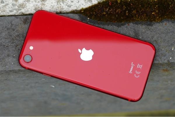 Đánh giá thiết kế và cấu hình của iPhone SE 2020: mạnh mẽ như iPhone 11