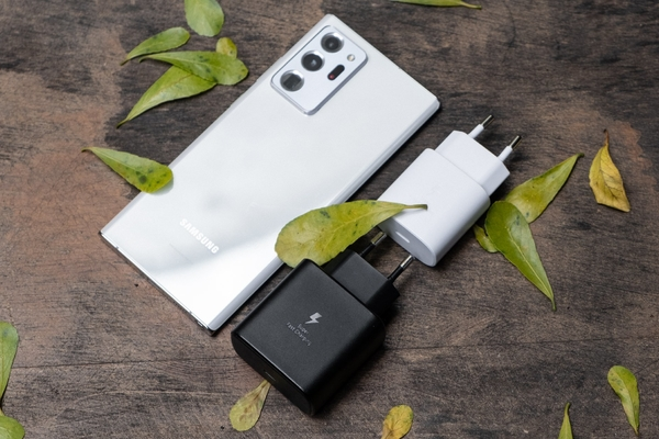 Samsung Galaxy S21 có thể xuất xưởng mà không cần bộ đổi nguồn giống như iPhone mới