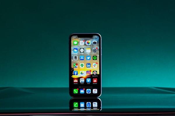 So sánh iPhone 8 và iPhone 12 mini: Bạn có nên nâng cấp?