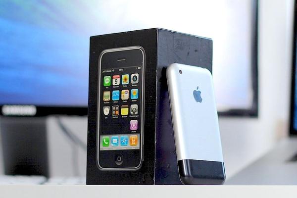 """Tổng hợp các phiên bản iPhone gây """"bão"""" toàn cầu của Apple"""