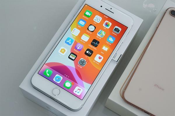"""Hoài niệm về thiết kế của iPhone 8 Plus, cấu hình vẫn đủ """"mượt"""" để chiến game khủng"""